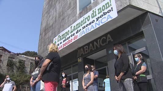 Protestas contra o peche de oficinas bancarias no rural