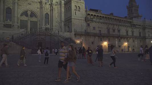 A catedral de noite, restaurada e con nova iluminación