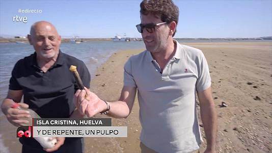 Antonio Garrido pesca a mano longuerones en Huelva