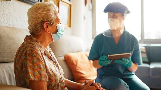 Sanidad autoriza la tercera dosis a mayores en residencias