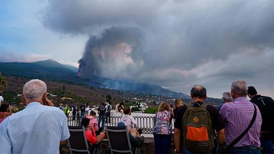 """Evacuados por el volcán de La Palma: """"Por la noche es un espectáculo, pero por el día es una tragedia"""""""