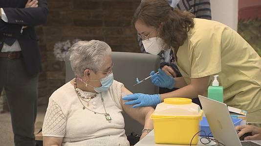 Comeza a aplicación da terceira dose da vacina nas residencias