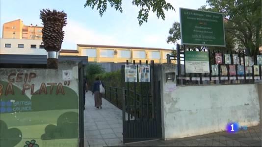 Las dos alumnas del Colegio Alba Plata de Cáceres vuelven a clase con mascarilla