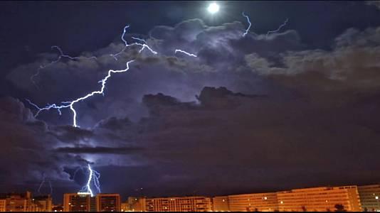 Chubascos y tormentas fuertes en el levante.