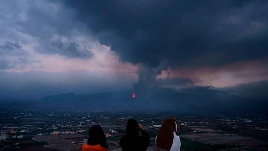 La lava ralentiza su avance hacia el mar en el tercer día de erupción del volcán de La Palma