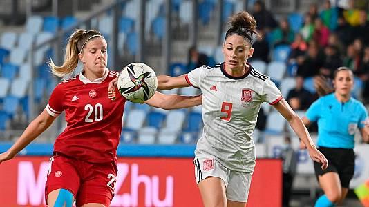 La selección femenina golea a Hungría en su camino al Mundial