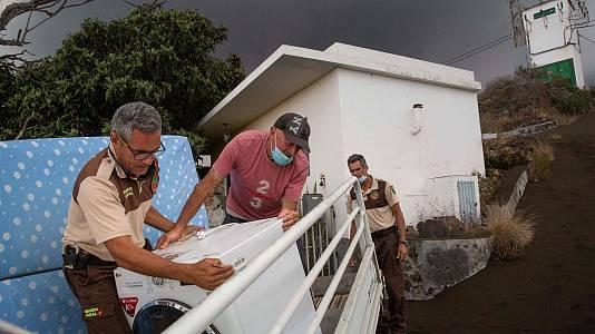 Una ola de solidaridad se vuelca con los vecinos afectados por la erupción del volcán de La Palma