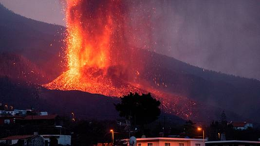 Los frentes de lava miden 12 metros de altura y ocupan ya 166 hectáreas