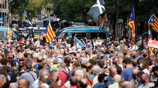 """Los independentistas piden que acabe la """"represión"""" del Estado español tras la detención de Puigdemont"""