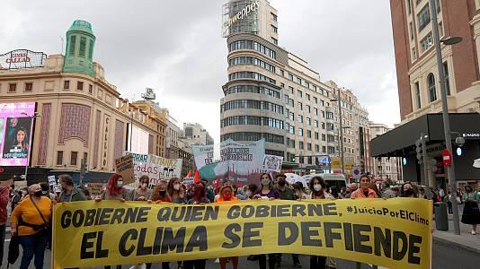 Miles de ecologistas se manifiestan para exigir que el Gobierno tome medidas ante la crisis climática