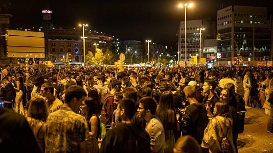 Un botellón de 40.000 jóvenes en Barcelona deriva en 20 detenciones y una posible agresión sexual
