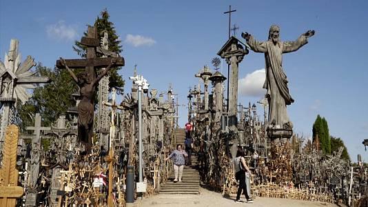 Lituania, de las cruces a la república invisible
