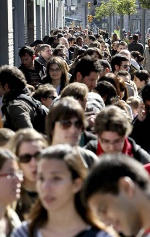 Cientos de personas han hecho cola desde la pasada noche para poder conseguir una entrada.