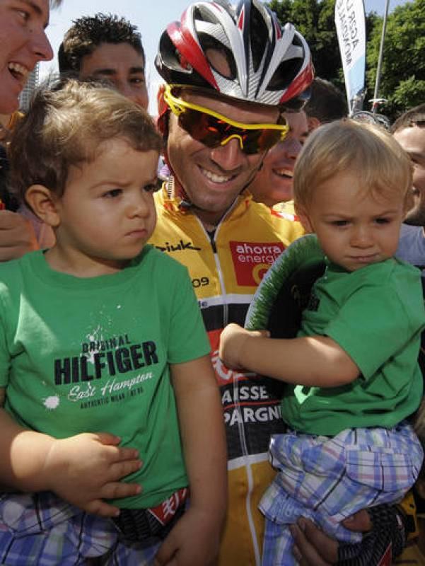 Valverde pudo llegar a Murcia de líder y enseñar a sus hijos como le quedaba el maillot oro