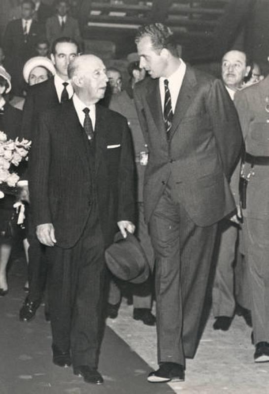 Franco y don Juan Carlos conversan tras la designación de este último como heredero.