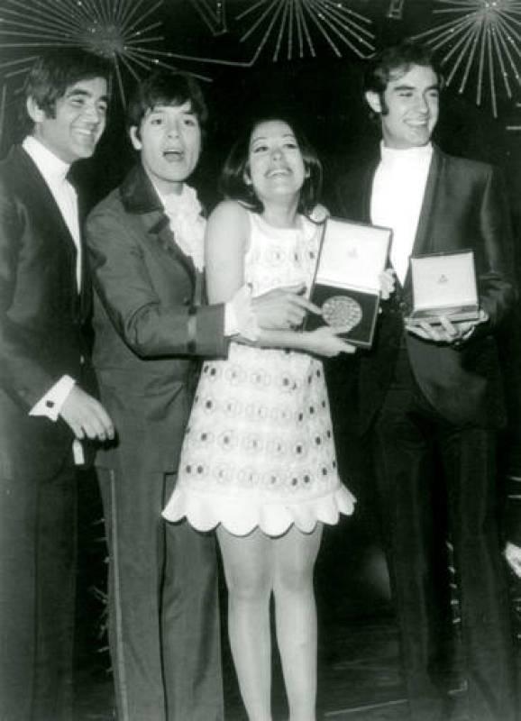 """La intérprete de """"La, la, la"""", junto al cantante británico Cliff Richard y el Dúo Dinámico"""