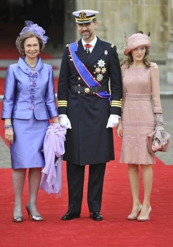 La reina Sofía y los príncipes de Asturias, a su llegada a la abadía de Westminster.
