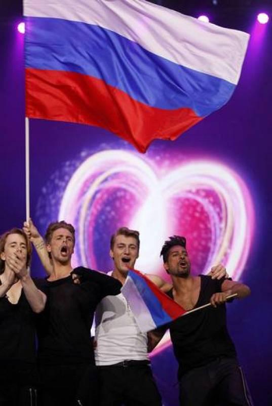El candidato ruso, Alexey Vorobyov, celebrando su presencia en la Final de Eurovisión