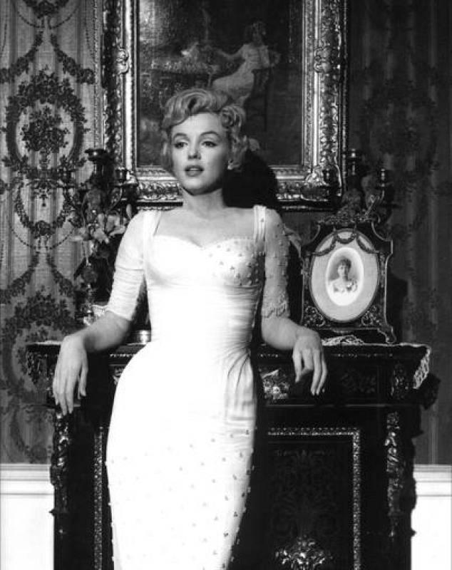 Fotografía promocional de la película 'El príncipe y la corista', 1957.