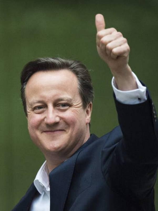 """El líder conservador y primer ministro británico, David Cameron, destacó hoy que los """"tories"""" han tenido una """"noche buena y positiva"""" al renovar su escaño por la circunscripción inglesa de Witney."""