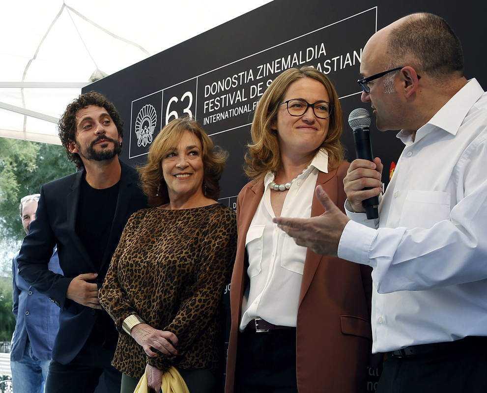Paco León y el equipo de 'Vaca Paloma'