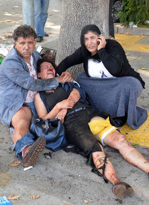 Una de las personas heridas, junto con otros dos manifestantes