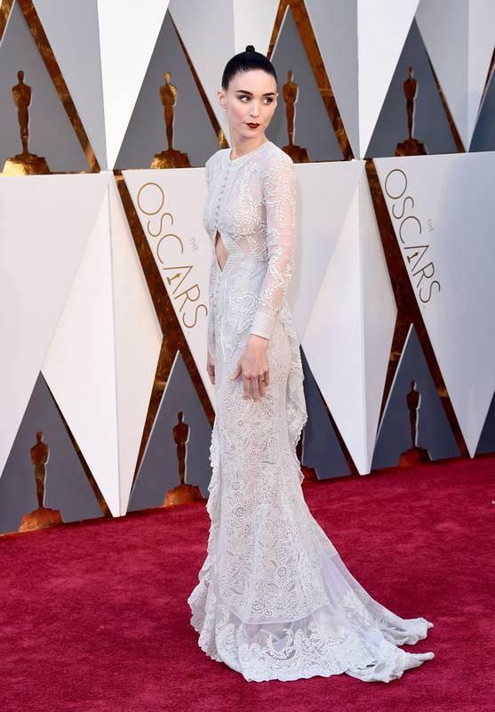 Fiel a su estilo, Rooney Mara ha optado por un vestido de Givenchy.