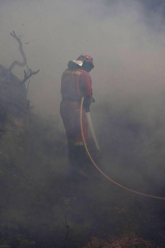 Los incendios que más preocupan son los de Porto do Son, en A Coruña, y Arbo, en Pontevedra