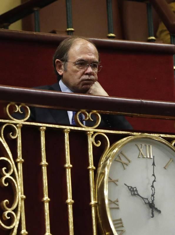 El presidente del Senado, Pío García-Escudero, escucha con atención.