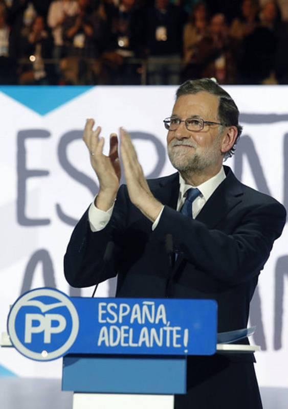 Rajoy, antes de comenzar su discurso en el 18ª Congreso Nacional del PP