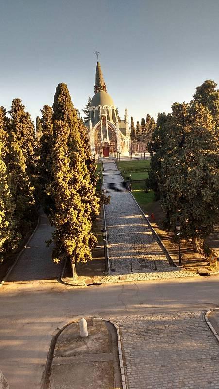 Vista de la capilla desde el pórtico de entrada