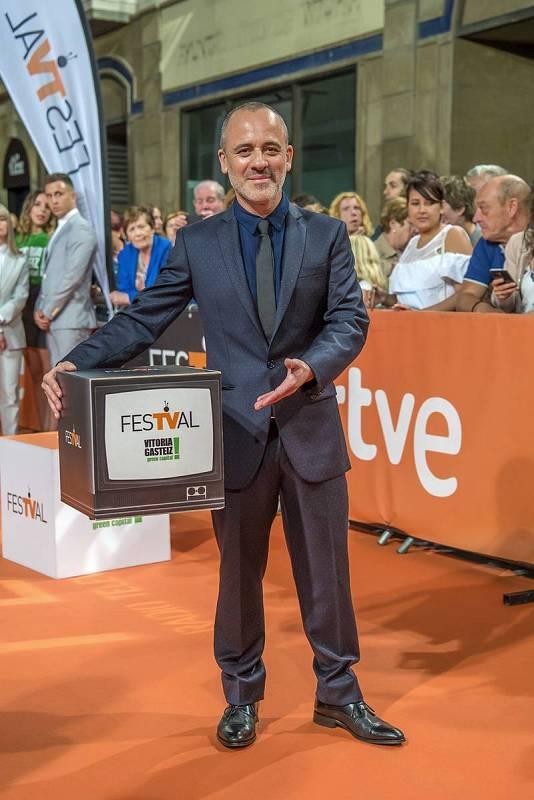 Javier Gutiérrez llega a Vitoria para presentar la nueva serie de La 1