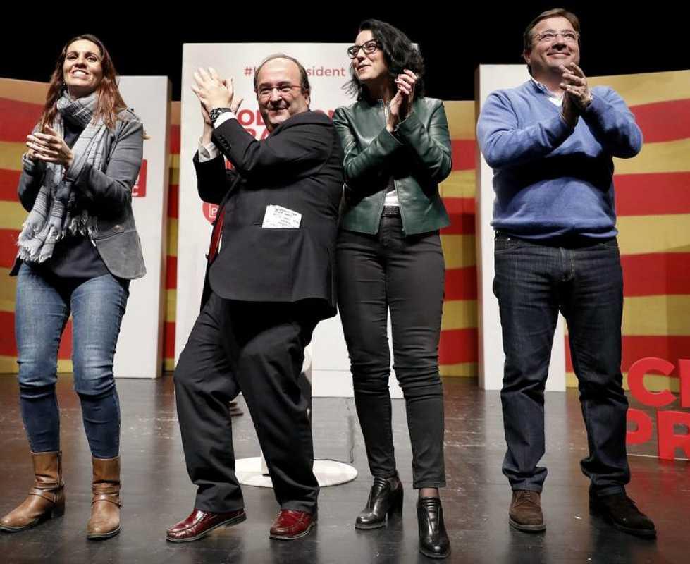El candidato del PSC, Miquel Iceta, se arranca a bailar en un mitin.