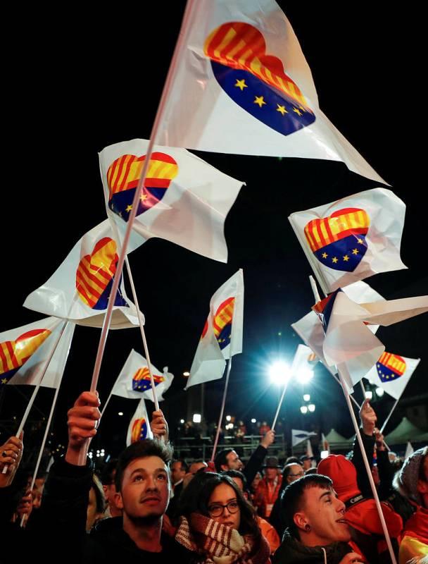 Partidarios de Ciudadanos celebran la victoria de su partido