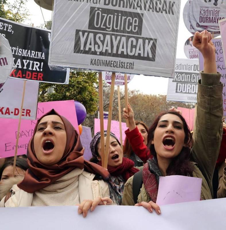 Mujeres durante la celebración del Día internacional de la mujer en Ankara (Turquía).