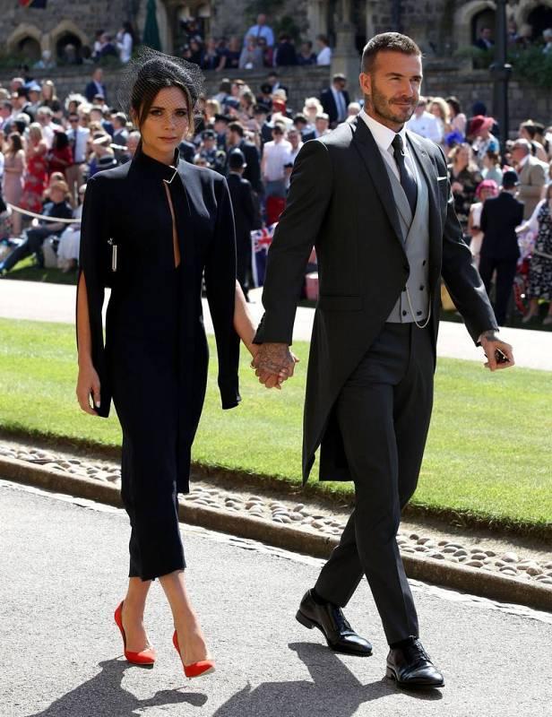 El exjugador de fútbol David Beckham y la diseñadora Victoria Beckham llegan a la boda