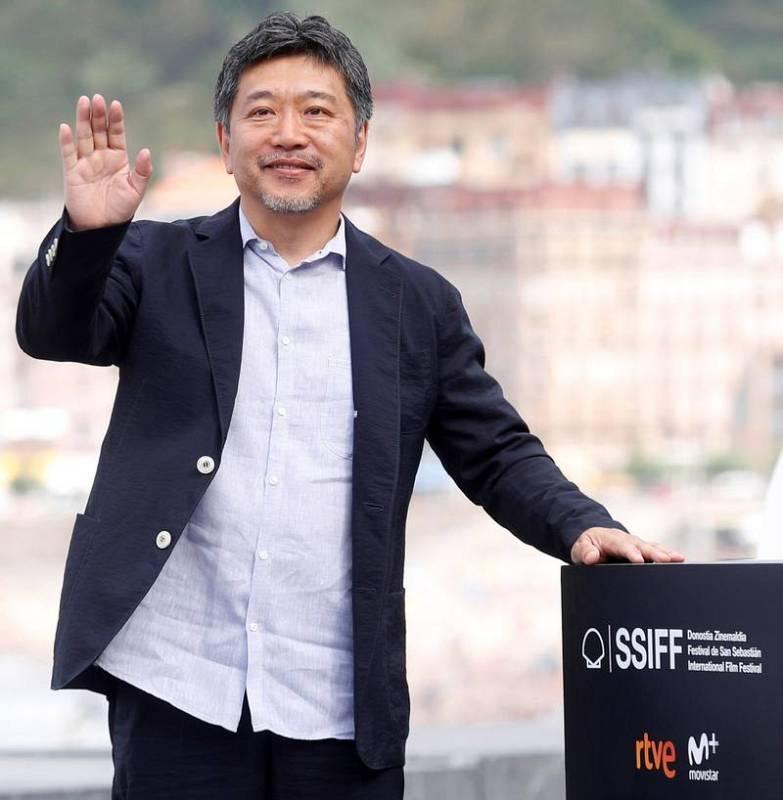 El realizador japonés Hirokazu Koreeda posa durante la presentación de su película 'Manbiki Kazoku'