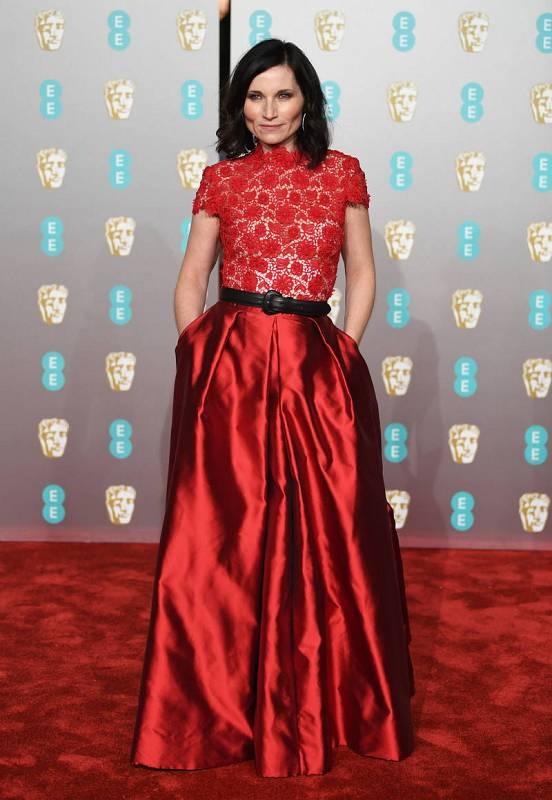 La actriz Kate Fleetwood posa en la alfombra roja