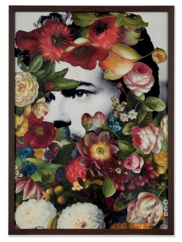Retrato de George Michael con flores
