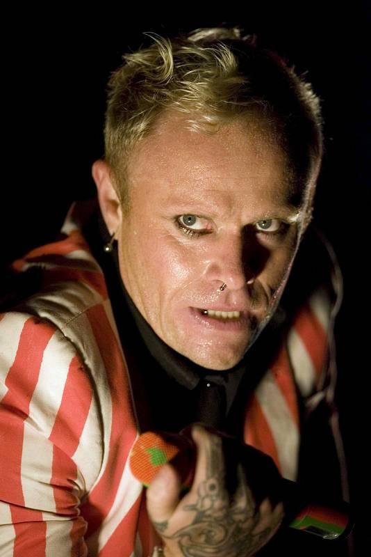 """El cantante de la banda británica """"The Prodigy"""", Keith Flint, durante su actuación en el festival al aire libre de Gallen, Suiza, (28/06/08)."""