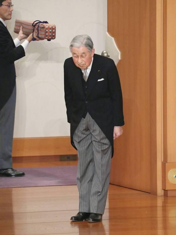 Akihito abandona el trono dejando un sello en su era marcada por la proximidad a su pueblo, frente al distanciamiento que han tenido sus predecesores.
