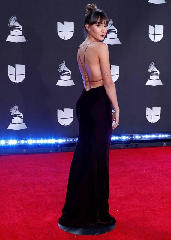 Aitana llega a la alfombra roja de los Latin Grammy 2019