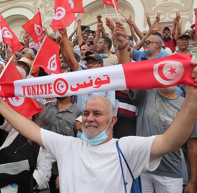 Túnez continúa la deriva democrática