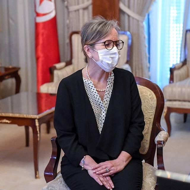 Túnez nombra una mujer como jefa de Gobierno