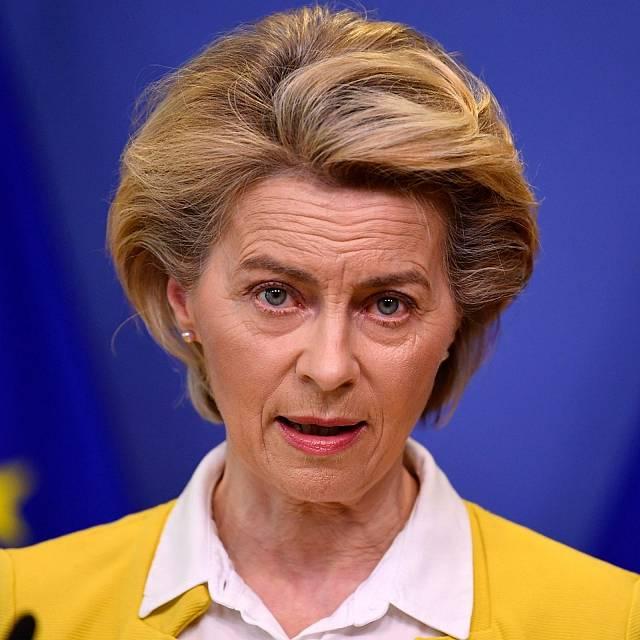 Von der Leyen promete diálogo y acción con Polonia