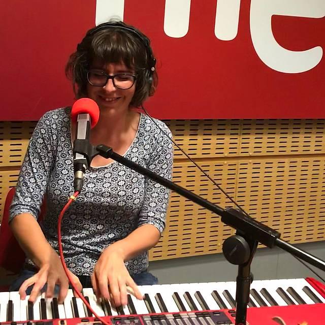 Erika López, en acústico