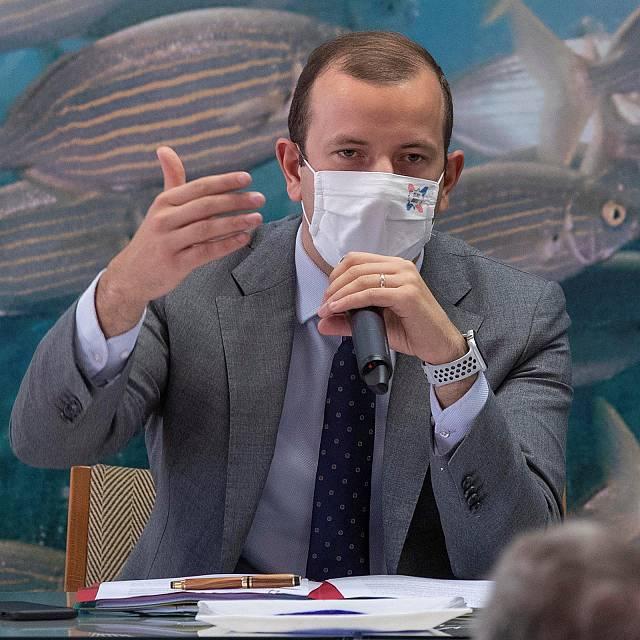 El comisario de Pesca de la UE visita España