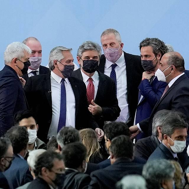 El presidente de Argentina reorganiza su gabinete