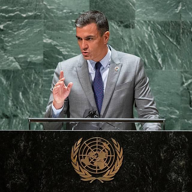 """Sánchez: """"La democracia está amenazada por los extremismos"""""""
