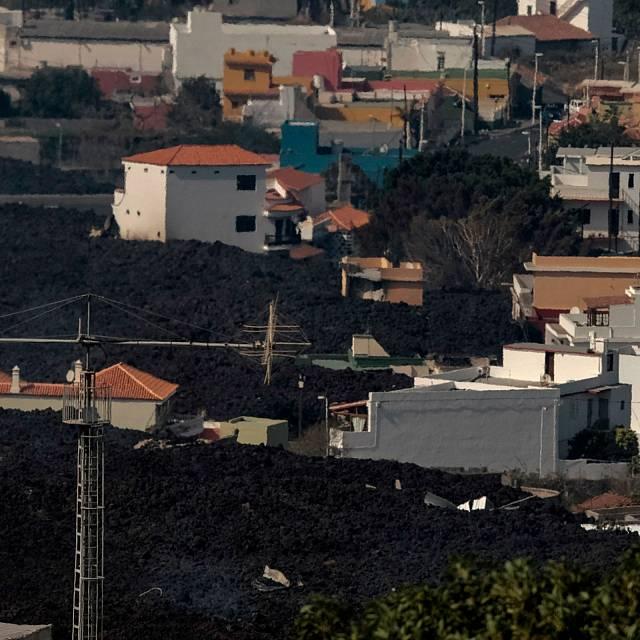 La lava engulle 60 casas de La Laguna en 24 horas